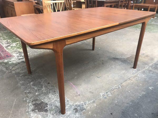 Mid Century Vintage McINTOSH T3 TEAK Extending Dining Table