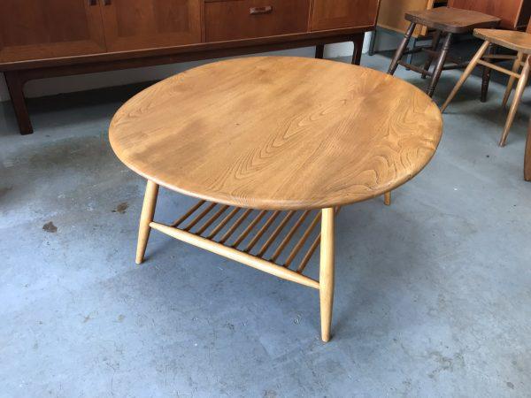Beautiful Mid Century Vintage ERCOL Oval Coffee / Supper Table Model 454