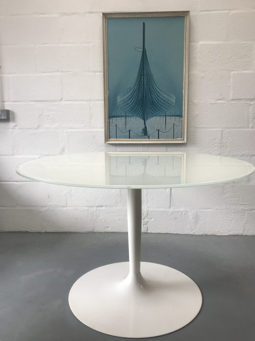 Stunning Calligaris Glass Round Dining Table USED