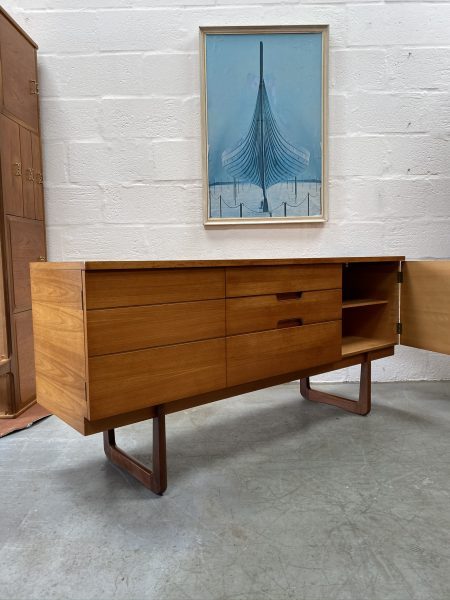 Vintage Mid Century Sideboard / Dressing Chest by Uniflex
